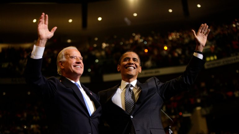 Joe Biden, Barack Obama are posing for a picture