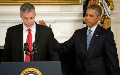Arne Duncan, Barack Obama are posing for a picture